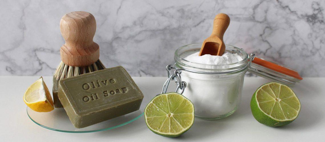 Schoonmaken natuurlijke middeltjes - citroen, soda, groene zeep